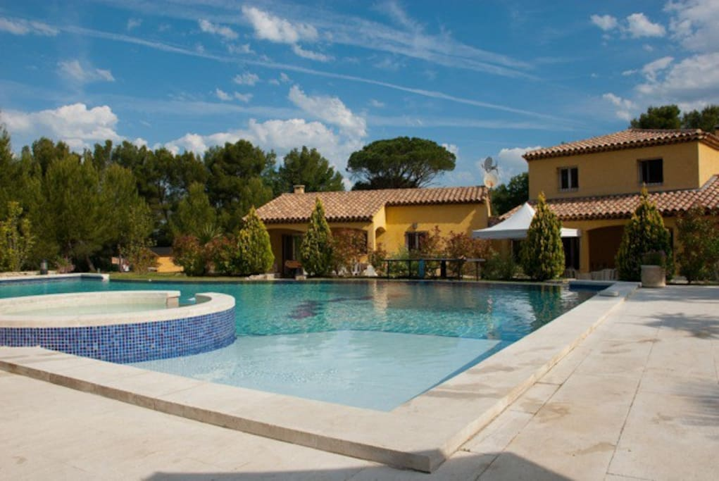 La bastide neuve fuveau houses for rent in fuveau for Piscine fuveau