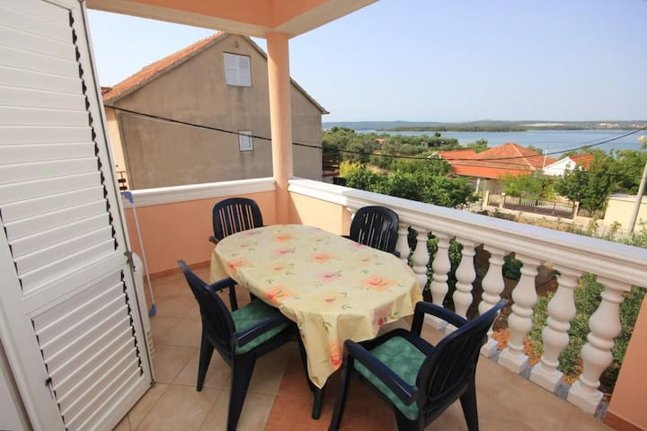 One bedroom apartment with terrace and sea view Kraj, Pašman (A-331-b)