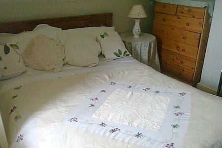 Room with a  garden view - Doncaster - Bed & Breakfast
