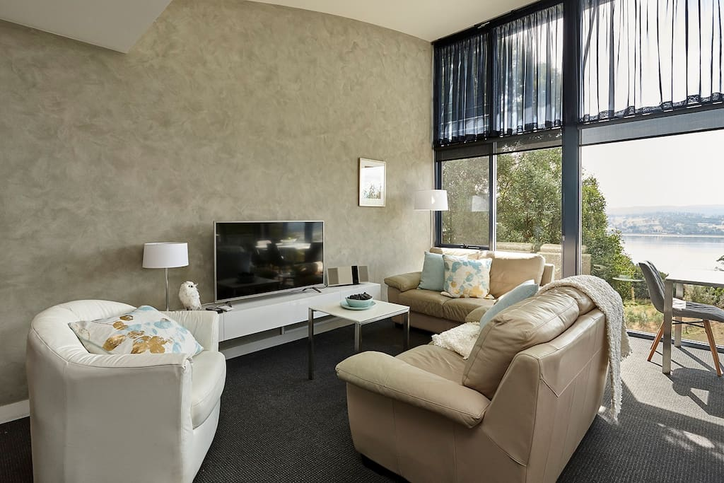 The living area has a variety of entertaining options supported by free unlimited WIFI. Stream music on the sound system and programs on the Smart TV, or just look at the view!
