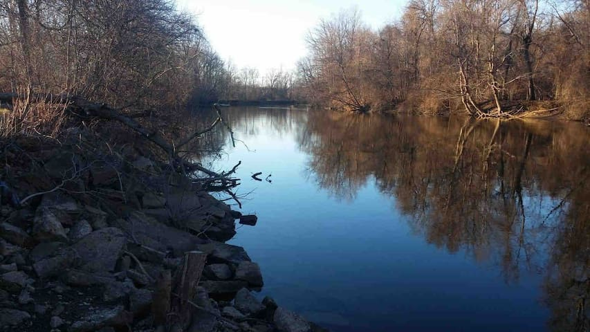 Huron River Retreat/GR8 LOCATION!/HUNT/SWIM/KAYAKS