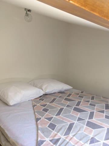 Mezzanine et son lit en 140X190
