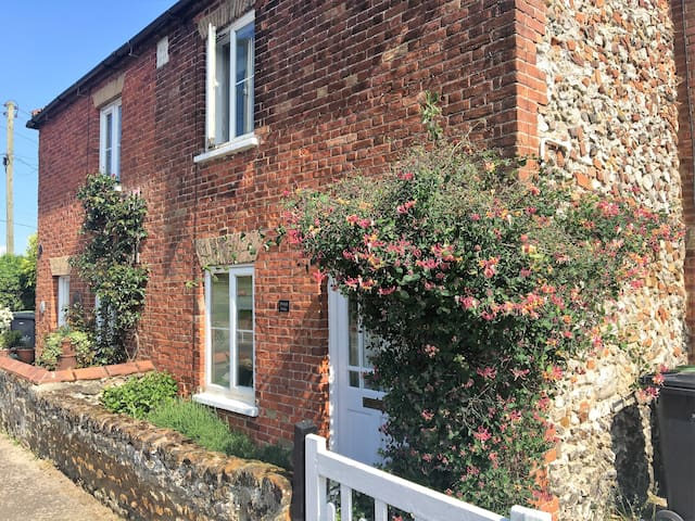 Pretty cottage near beach - Ringstead - House