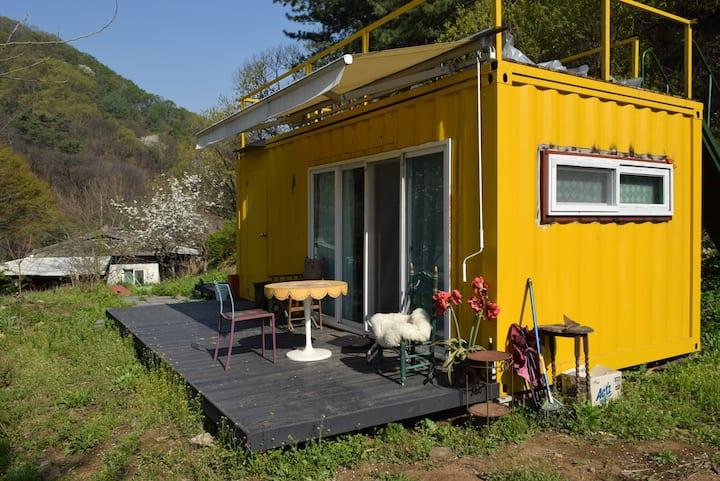옐로우 타이니 하우스 Yellow Tiny House