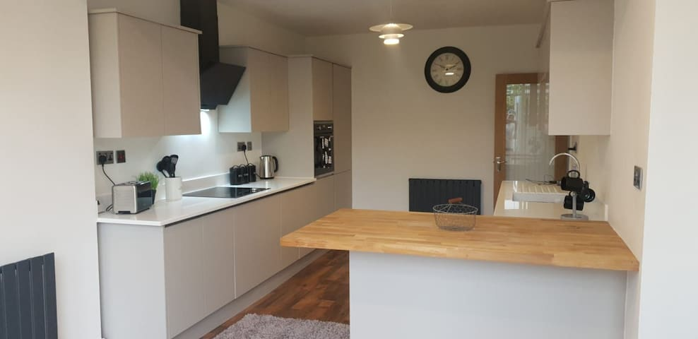 Cosy Village House By NEC /M42 /City /Airport /HS2