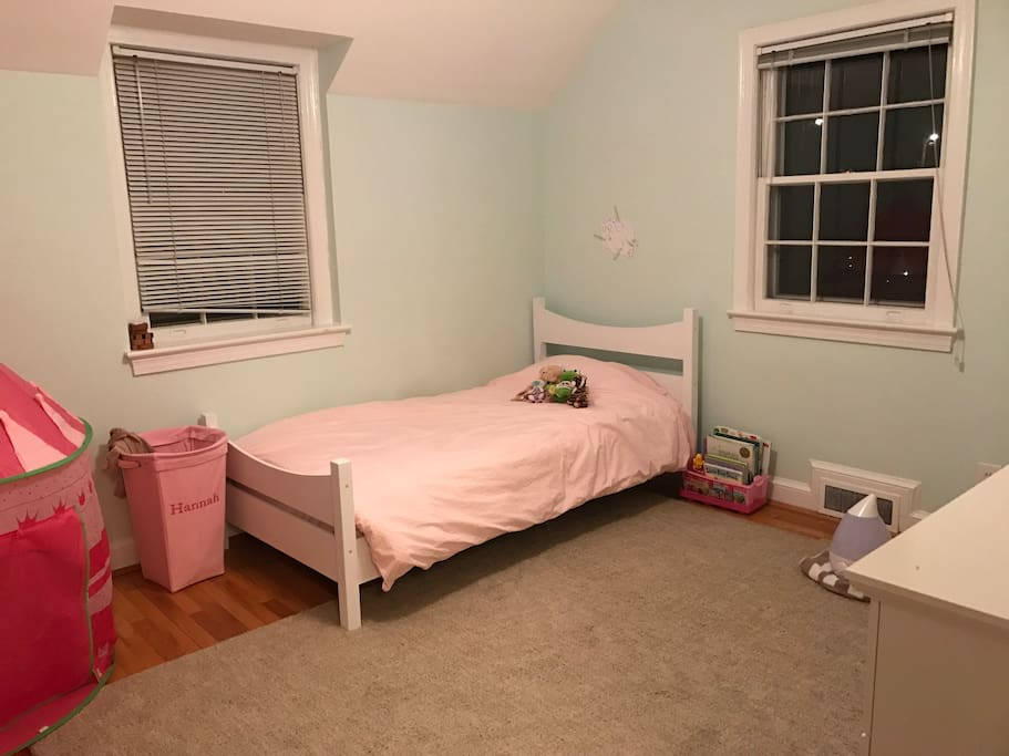 Kids room  - single bed