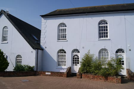 Church Mews East Cowes, Isle Of Wight pet friendly - East Cowes