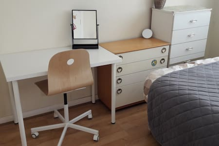 Cozy double bedroom 30 mins to City - London - House
