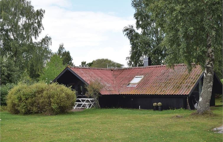 Holiday cottage with 3 bedrooms on 79 m² in Färjestaden