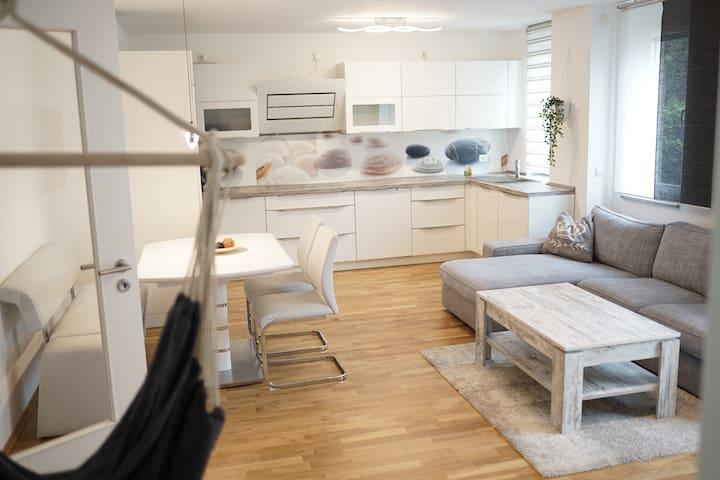 Gemütliche 3 Zimmer Wohnung direkt an der U-Bahn