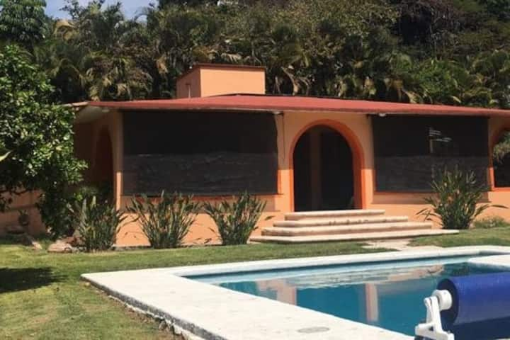 Alberca privada y alojamiento - Casa Rochis