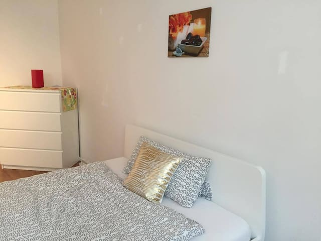 COZY NEW ROOM / FULLY EQUIPPED - Königsbrunn - Casa