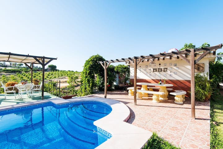 Charmante Finca mit Pool, Terrassen, Garten und WLAN; Parkplätze vorhanden, Haustiere erlaubt