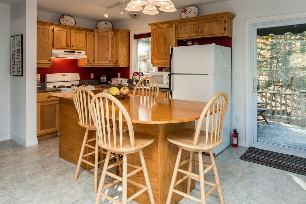 The fully-equipped kitchen has Kenmore appliances, a gas stove, and dishwasher