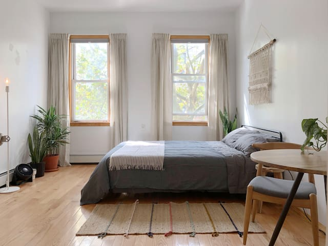 Spacious 2BR Apt Share in Williamsburg/Greenpoint