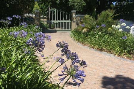 CONSTANTIA COTTAGE / WILLOW VALLEY, SELF CATERING - Ciudad del Cabo