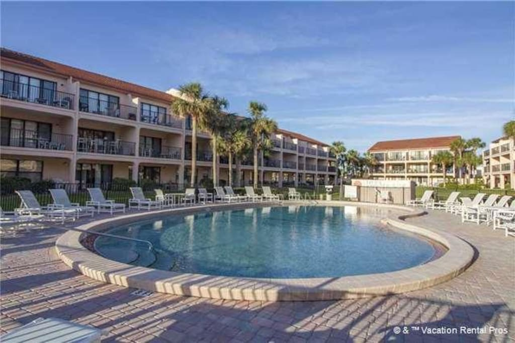 Pool Perfection!  - You have access to the pool at Sea Place 15278. This is the perfect place to cool off and enjoy life.