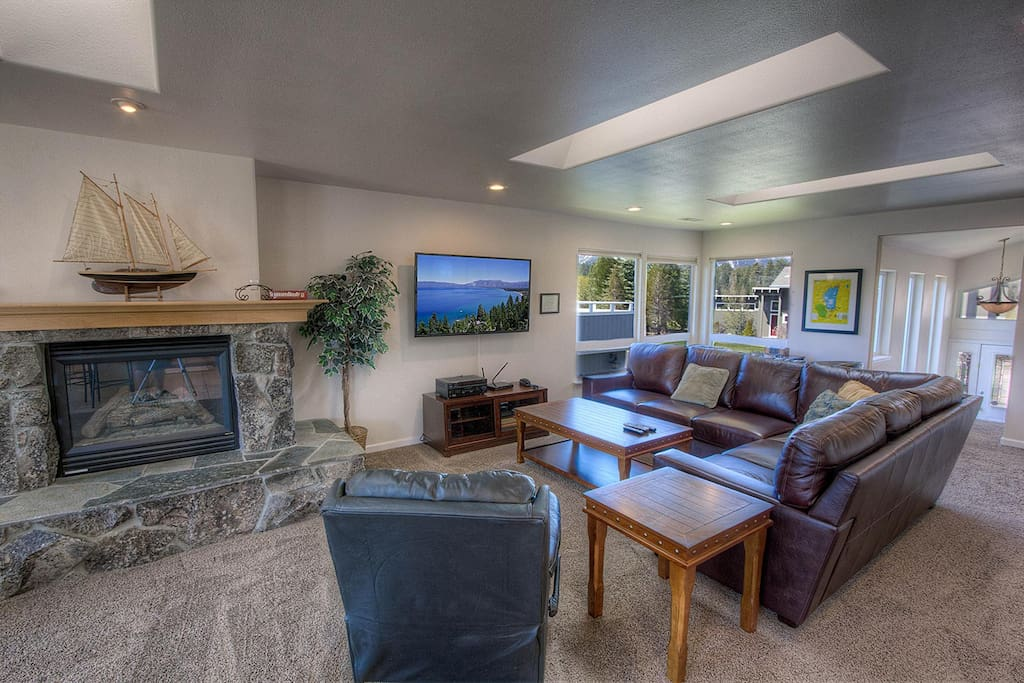 Large family Room w/ Large Big Screen TV
