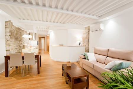 Central location,new, accesible. Sleeps 4 .