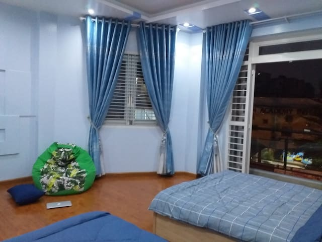 Family room with bancony (near Airport,District 1)