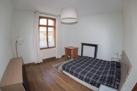 Chambre spacieuse à Aubrives
