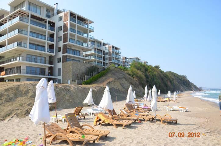 Уютные апарты в элитном комплексе на берегу моря - Obzor - Aparthotel