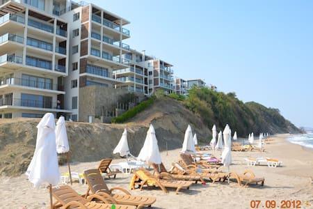 Уютные апарты в элитном комплексе на берегу моря - Obzor - Mobilyalı daire