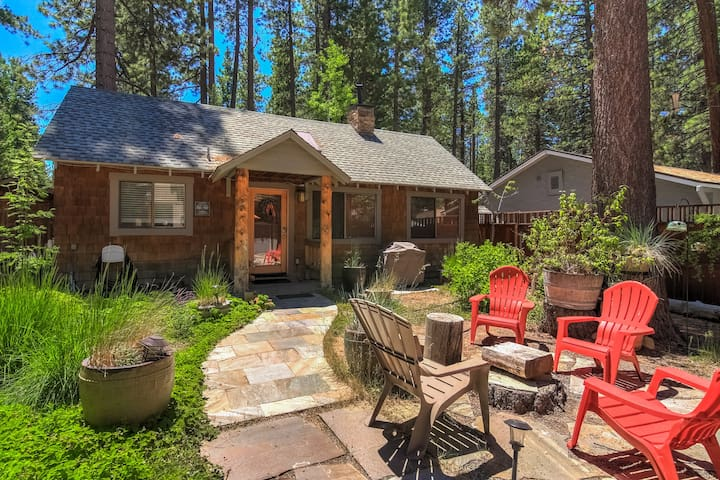Ski Cabin w/ Real Fireplace Walk to Lake & Shops!