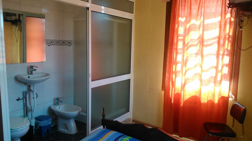 Double room nice view private WC at Porto's heart! - Porto - Guesthouse