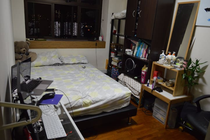 Cozy room stone-throw away from MRT
