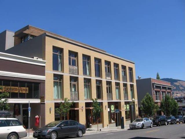 Oak Street Flat