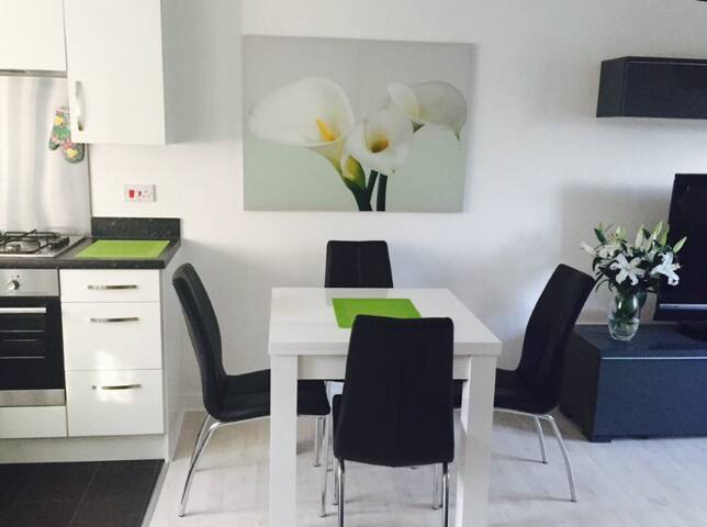 Modern 2 bedrooms apartment - Swindon - Flat