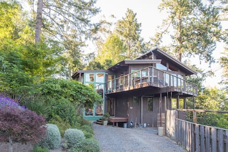 Zoe's Treehouse - Luxury Nestled in Nature - Inverness - Casa