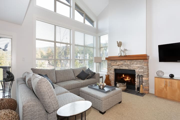 Golf Course View Townhome with communal Hot Tub