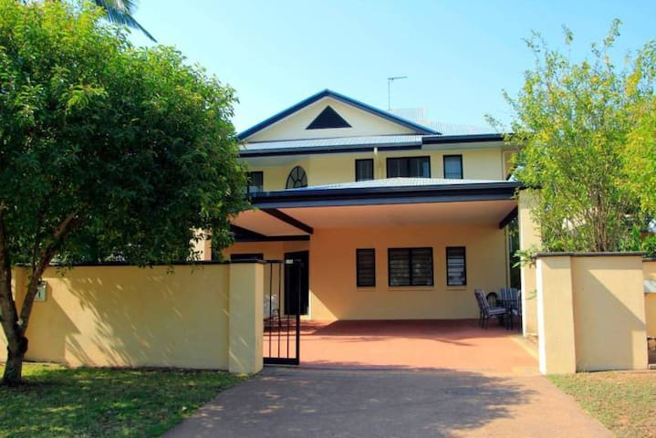 Larrakeyah Executive Townhouse - Darwin - Casa