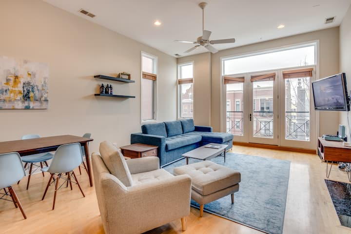 2BR Penthouse w/ Private Rooftop Near Blue Line