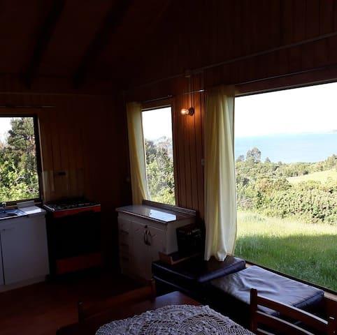 Cabaña amoblada con vista al mar y cordillera