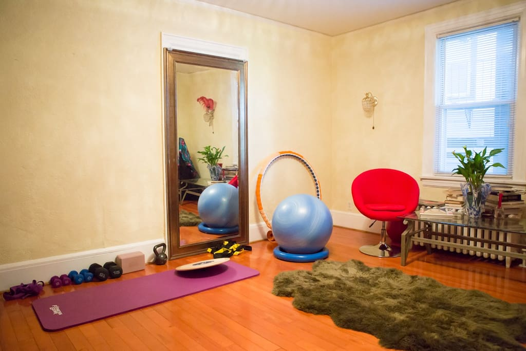 Living Room w/light exercise/yoga equip