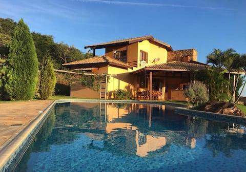 Casa com linda vista, Relax ,ótima localização!!