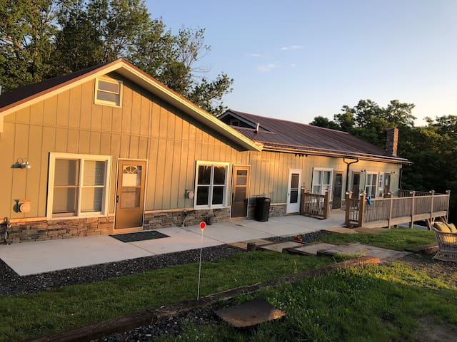 Appalachian Mountain Cottages APT 2