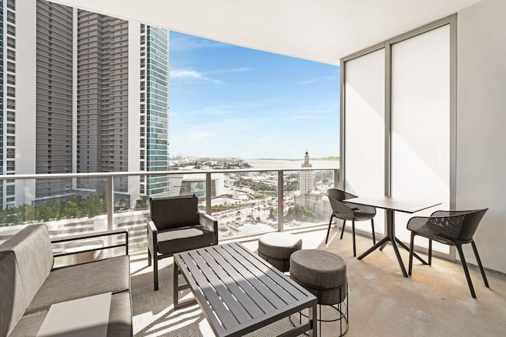 Downtown High Rise - 3 Bedroom Bay View