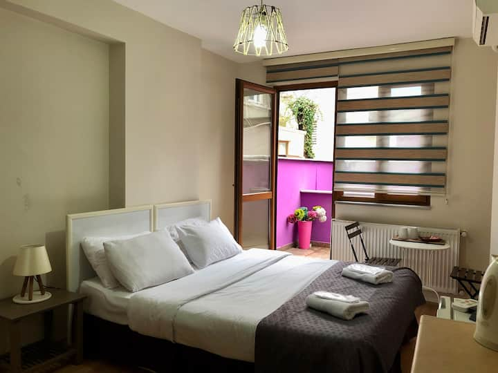 Cheap and cheerful room in center of taksim