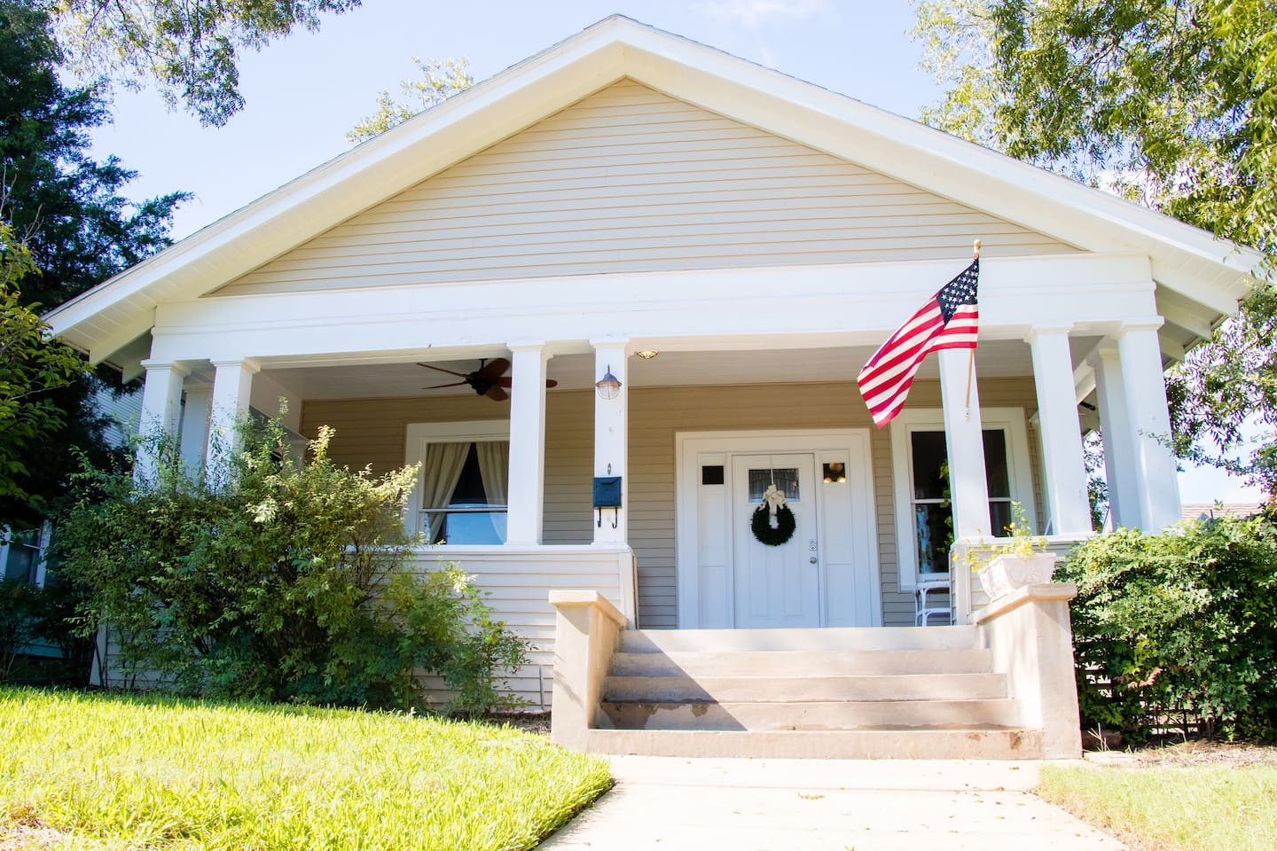 The Crow's Nest~ This 1913 bungalow is nestled between pecan trees and only a few doors down to our other Airbnb rental. So, if you are looking for plenty of room and need two homes, check us out!