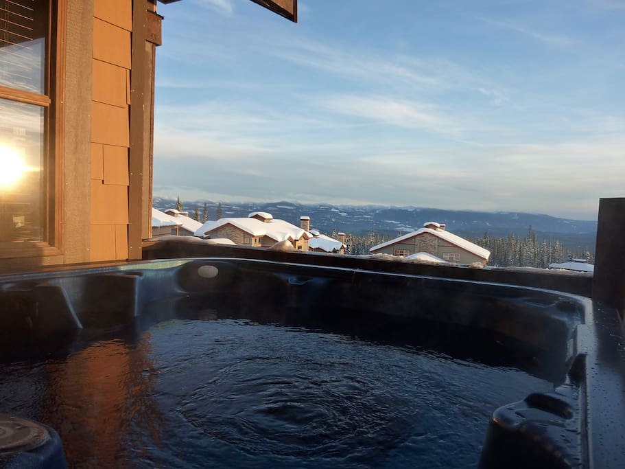 Enjoy the sunset with wine in the Hot Tub