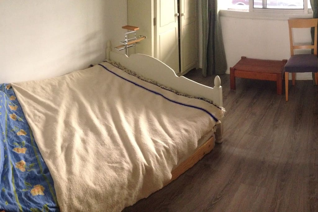 Room with big size bed