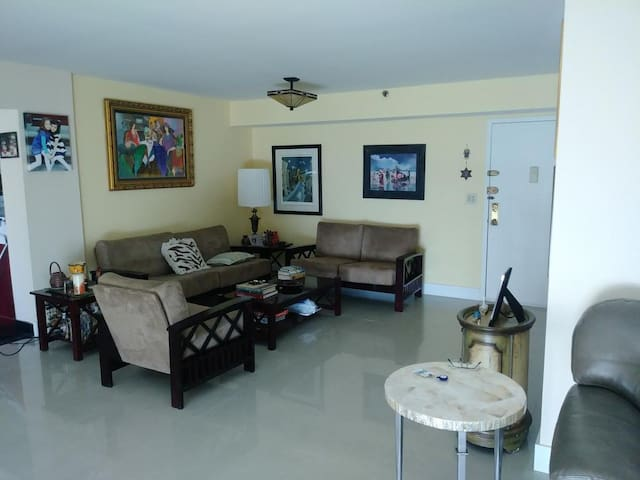 Sunny Isles Beach Private Room Steps to the Ocean!