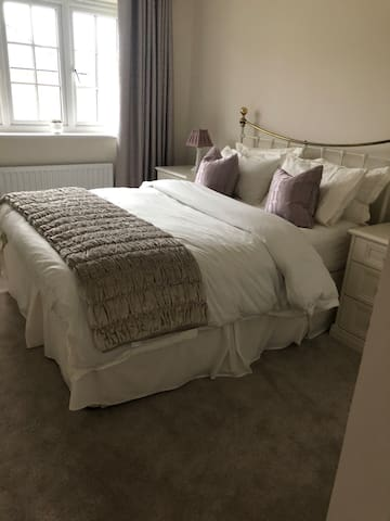 Lovely comfortable king sized bed with quality bedding