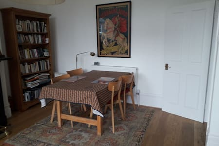 Calm, well furnished and spacious room in Highgate