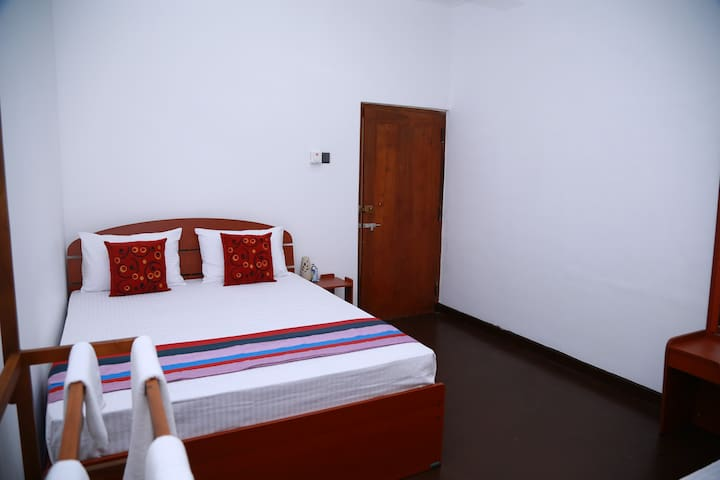 Stay 87 - Triple Room with Private Bathroom
