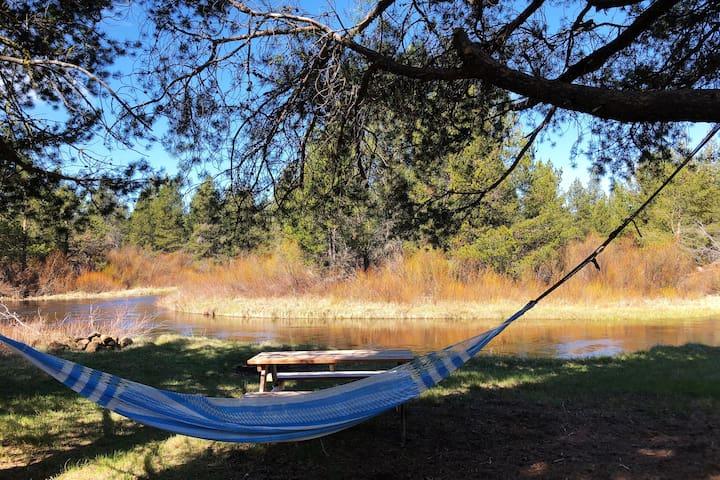 Private Deschutes RiverFront home on large acreage